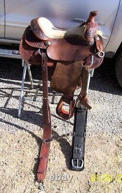 15 15.5 16 Silver Mesa Used Western Roping Pleasure Trail saddle rigged to ride