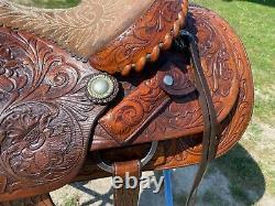 Beautiful Used/Vintage 16 Cajuns tooled leather Western saddle US made