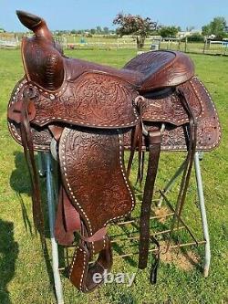 Beautiful Used/vintage Big Horn 15 buckstitched Western trail/pleasure saddle