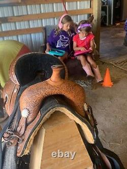 Circle Y Fischer Treeless Western Saddle (with pad & new stirrups!) GREAT condit