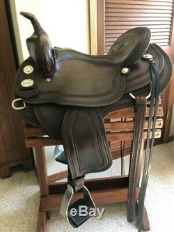 Crates Classic Light Trail Western Saddle 15 in seat Quarter Horse Bars Used