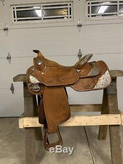 Dale Chavez 16 inch Western Show Saddle. Excellent Condition
