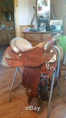 Dale Chavez 17 inch Western show saddle excellent medium light oil