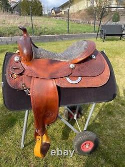 Exklusiver Reining Westernsattel der Tom Winter Saddlery mit Krokodilledersitz