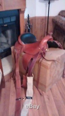Parelli, Classic Easy Rider saddle, 16.5 inch seat, less than 15 rides
