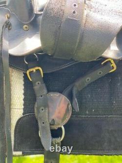 Western saddle by Desoto Saddlery endurance 15 Seat Extra Wide and short