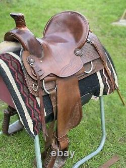 Western saddle by Simco saddlery USA 15.5 inch seat Semi Quarter Horse